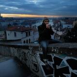 Yohann. Artiste. Une montée vers la Croix-Rousse, côté Rhône. Planque pour drôle d'oiseau, où se poser à l'heure où la ville reprend son bourdonnement laborieux, savourer d'y être sans en être...