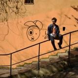 Antoine. Apprenti comédien. Montée vers le Gourguillon, Vieux Lyon. C'était hier, le chemin du lycée, tout ce qui va avec, les prémisses du théâtre en plus. C'était hier, gros de demain.
