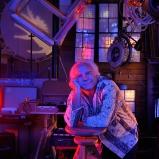 Claude. Lampiste, luminariste. Atelier à la Croix-Rousse. L'antre où se concoctent toutes sortes de folies à voir et à ouïr. Sortez sans frapper, laissez la lumière allumée !