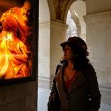 Luiza. Brésilienne. Palais Saint-Pierre. Plazza des Terrors, le froid refroidit les ardeurs, heureusement qu'à deux pas le patrimoine lumineux vous réchauffe le coeur.
