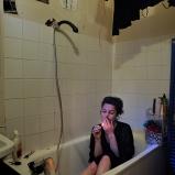 Jeanne. Comédienne et danseuse. Salle de bains chez elle, Guillotière. Eau courante à tous les étages.