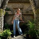 Chrystel. Institutrice. Jardin Rosa Mir, Croix-Rousse. Un petit jardin secret, des soucis et des pensées, tout un monde simplifié... (Bernard Lavilliers)