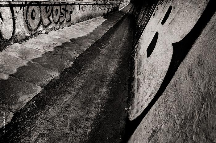 Attention à la marche,  ou L'esprit d'escalier