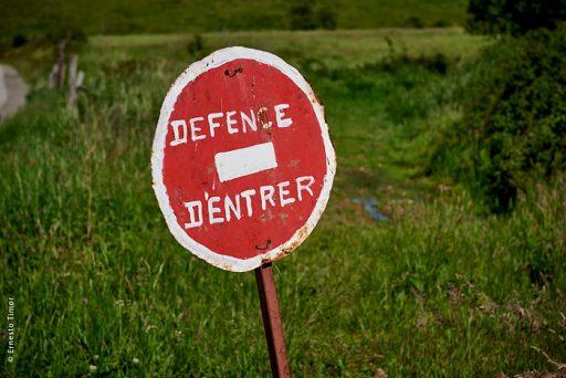 Photo © Ernesto Timor - Defence d'entrer (sic)